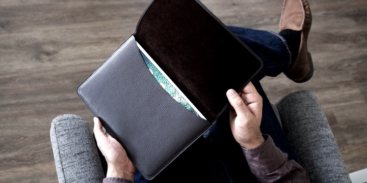 Pouch with flap iPad 10.5 - Natural - Smooth Leather